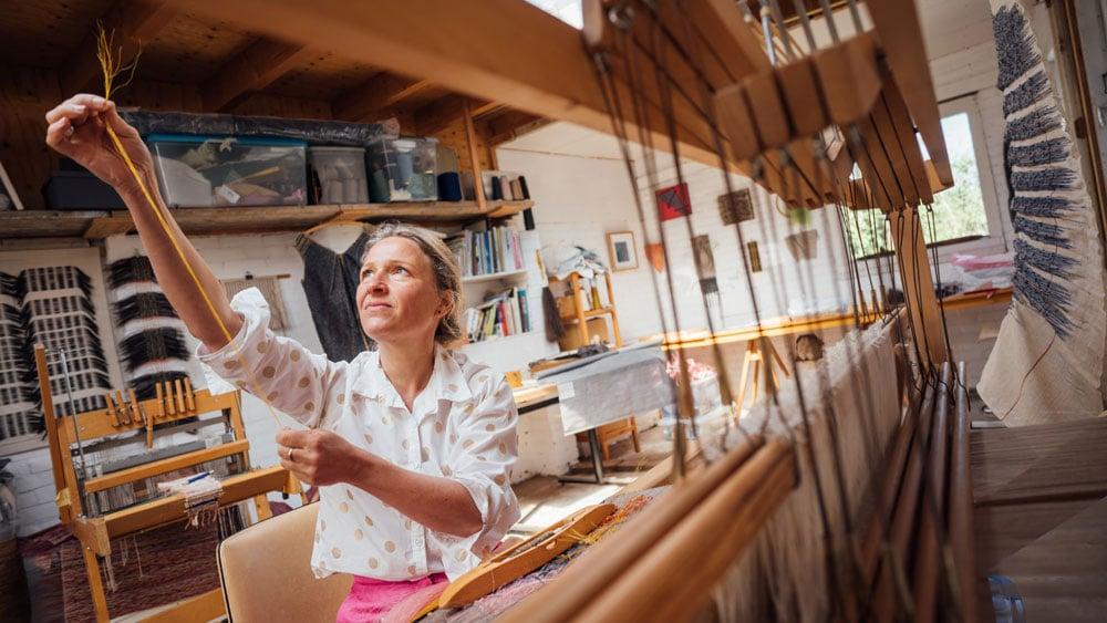 Marianne Kemp in Atelier horsehair weaving